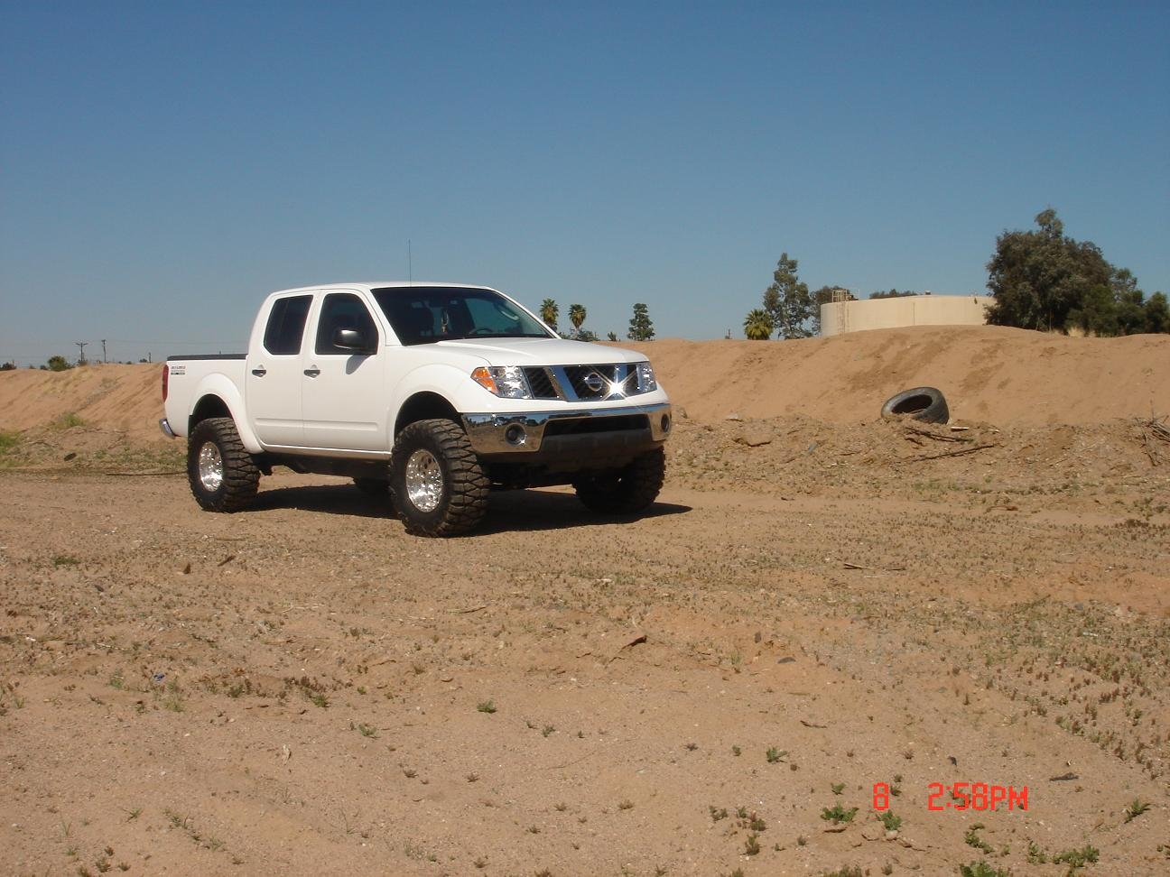 Pictures w leveling kit or lift kit in 2nd generation frontier nissanfrontierupload smallg vanachro Image collections